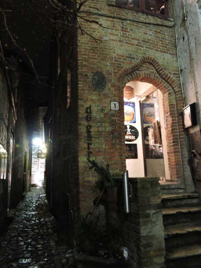 The entry to De Garre in Bruges