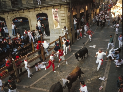 The bulls running through the streets. By Chris, Flickr| CC-BY 2.0