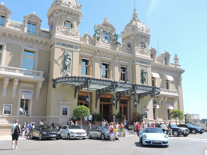 Beautiful and rich cars lined up in front of the Monte Carlo Casino